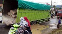Menunggu Pembangunan Jalan Talu Diperbaiki