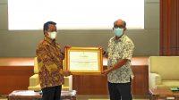 BBPPKS Banjarmasin Terima Sertifikat Dan SK Akreditasi dari Kepala BP3S Prof. Syahabuddin