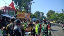 Babinsa Koramil 05/Bantargebang Bersama Tiga Pilar Selalu Sampaikan Prokes Pada Pedagang Dan Pembeli
