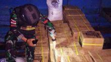 Bea Cukai Sebatik Dibantu Satgas Pamtas Yonarhanud 16 Kostrad Gagalkan Penyelundupan Minyak Pelumas Illegal