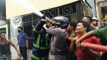 Satu SSK Personel Satbrimobda Sulsel Diturunkan Bantu Warga Padamkan Kobaran Api