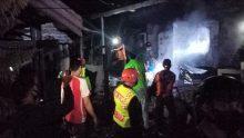 Sijago Merah Lahap Dua Rumah di Stalkuda Balikpapan, SAR Brimob Bantu Padamkan Api