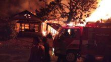Diduga Konslet Listrik, Empat Rumah Terbakar di Pasar Lamo Ujunggading