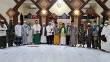 Babinsa Harapan Baru Bersama Pengurus Cabang Dewan Mesjid Indonesia Lakukan Safari Subuh Keliling