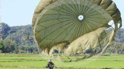Latihan Terjun Statik dan Terjun Bebas Militer Prajurit Brigif Para Raider 3 Kostrad