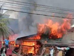 10 Armada Padamkan Api Kebakaran Rumah Warga Di Kualasimpang