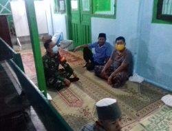 Babinsa Ajak Warga Kelurahan Danukusuman Takbir di Masjid