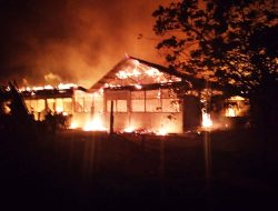 Puluhan Kios Di Pulau Tiga Terbakar