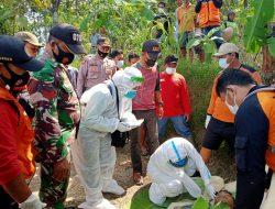 Babinsa Gilimargo Bantu Evakuasi Korban Tenggelam di WKO