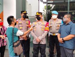 Kapolres Bersama Polsek Pancoran Melaksanakan Pemberian Vaksin Astrazeneca Dari Polda Metro Jaya Secara Serentak Untuk Warga