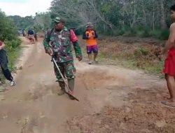 Babinsa 1015-19/Pulau Malan Bersama Warga Melaksanakan Gotong Royong