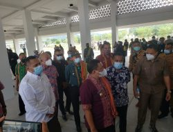 Dankipur 3 Satgas Pamtas Yonarmed 6/3 Kostrad Dampingi Bupati Malaka Tinjau Pasar di PLBN Motamasin