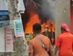 Satu Unit Mobil Angkotan Kota (Angkot) ludes di lalap Si jago Merah