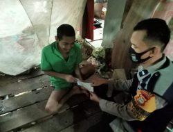 Aipda Sulaeman Jalin Silaturahmi dan Serahkan Zakat Untuk Warga Kurang Mampu