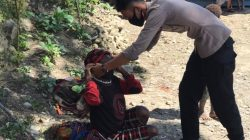 Jelang Hut Bhayangkara, Polsubsektor Kanggime Membagikan Masker Kepada Masyarakat