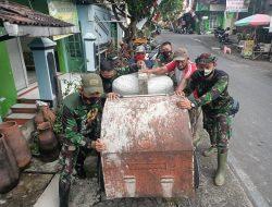 Penuh Perjuangan, Warga Bersama TNI Bahu-Membahu Pindahkan Molen Ketempat Terdekat