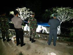 Babinsa Kawal Pemakaman Secara Protokol Covid 19 Warga Guwo