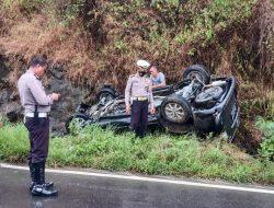 Kecelakaan Tunggal Satu,  Unit Mobil Toyota Avanza DN 1744 AY Terbalik