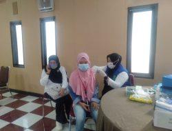 Keluarga Purnawirawan dan Masyarakat Umum Melaksanakan Vaksinasi Gratis