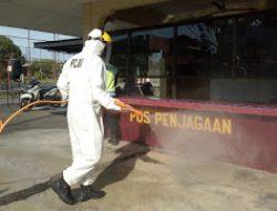 Brimob Sumut Gencarkan Penyemprotan Disinfektan Di Lingkungan Mako