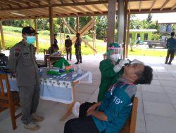 Babinsa Koramil 1016-02/Bukit Batu Kawal Pelaksanaan Swab Antigen Mahasiswa dan Dosen