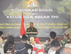 KOREM 172/PWY MELAKSANAKAN KOMSOS DENGAN KELUARGA BESAR TNI