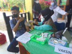 Pemberian Vaksin Bagi Siswa-Siswi Di SMP 1 Labakkang