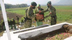 Peringati HUT ke-74, Yonif Raider 509 Kostrad Ziarah Tabur Bunga dan Berbagi Sembako