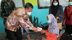 Presiden RI Joko Widodo Tugaska  Mentri Sosial  Tri Rismaharini Pantau Kegiatan vaksinasi di Bangkalan Madura