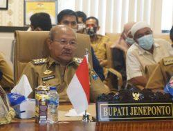 Bupati Jeneponto H. Iksan Iskandar menerima penghargaan Proklim Utama 2021