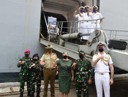 PERKUAT KERJASAMA BILATERAL, KAPAL ANGKATAN LAUT AUSTRALIA HMAS CANBERRA (L02) KUNJUNGI INDONESIA