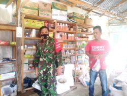 Babinsa Koramil 05/LA Komsos Dengan Penjual Alat-alat Pertanian